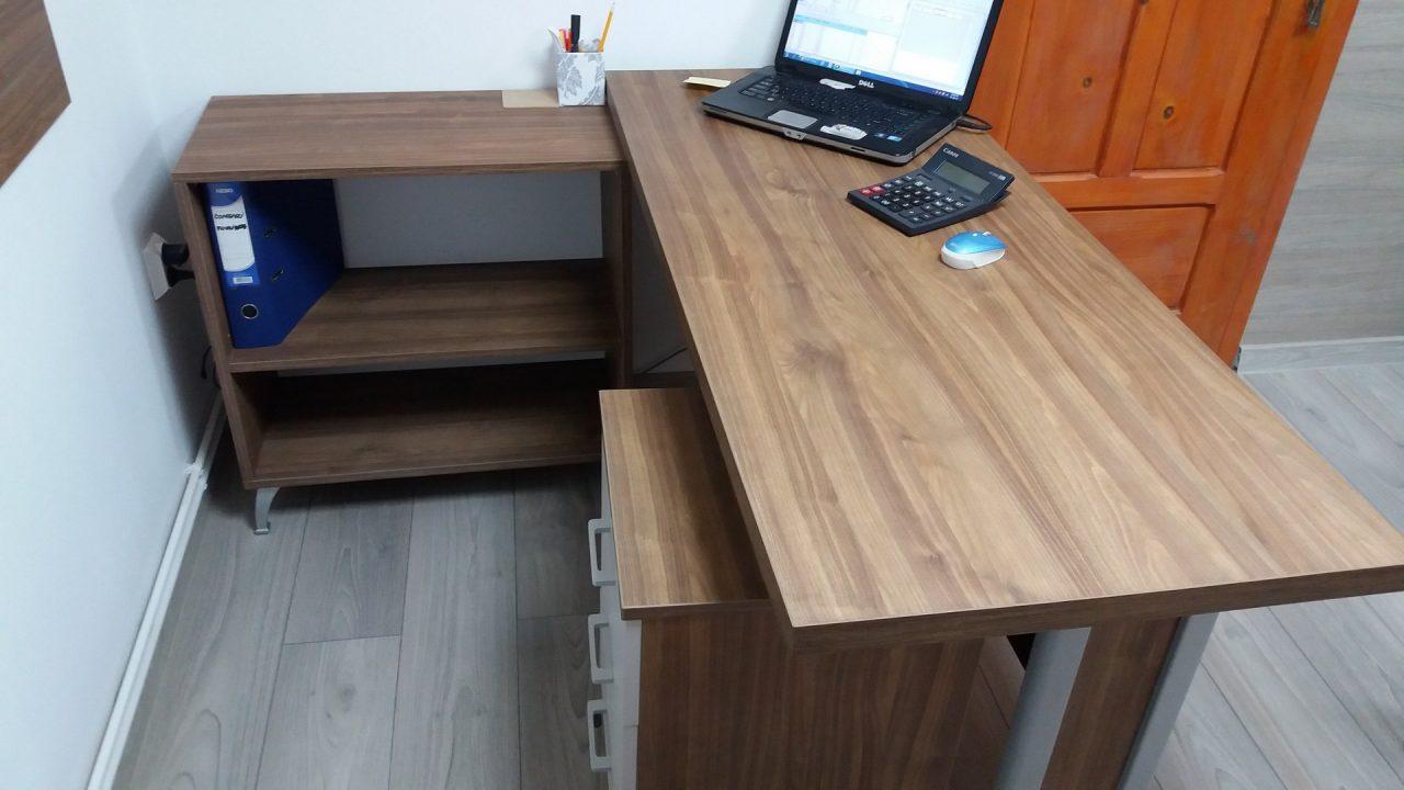 birou de lucru laptop