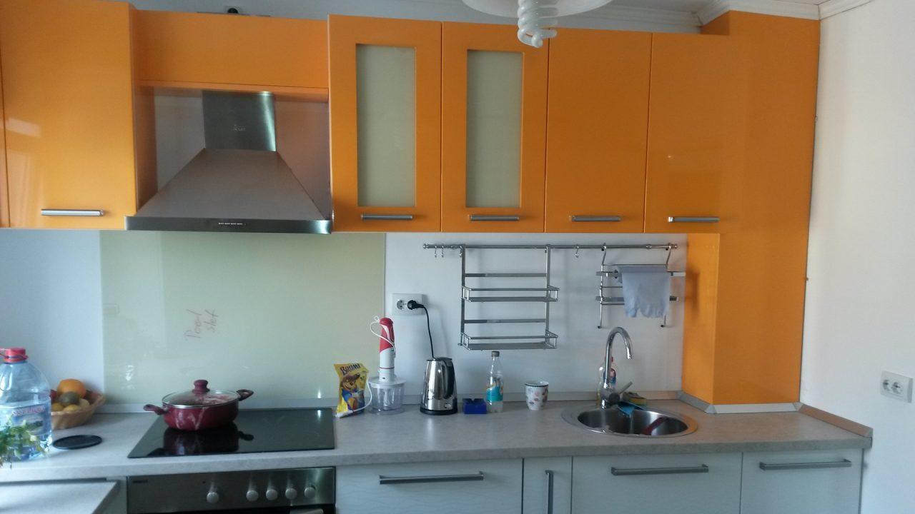 bucatarie portocalie cu alb 2