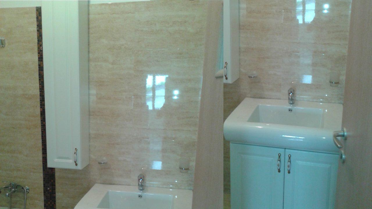 mobilier baie cu chiuveta si dulap alb